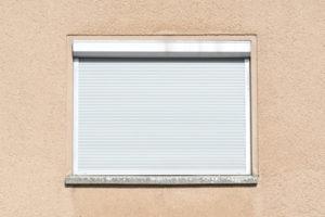 Rollläden und Fenster richtig sichern - Einbruchsschutz rundum verstehen